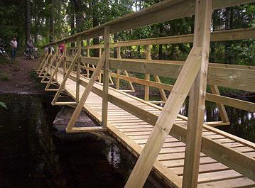 Bygga bro över dike